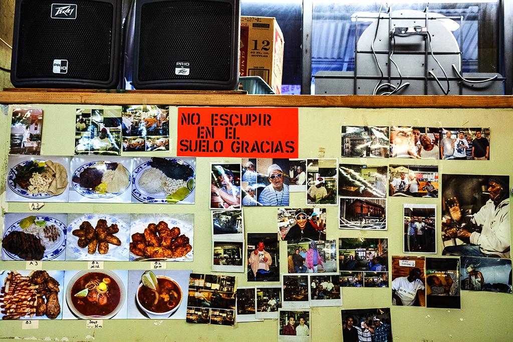 NO-ESCUPIR-EN-EL-SUELO-GRACIAS--Italian-Market