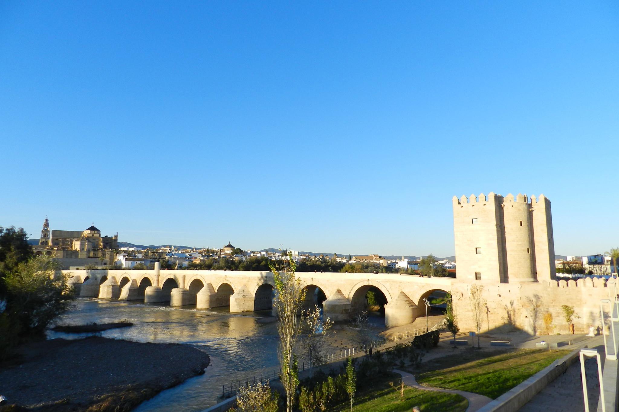 vista de Córdoba por el Puente Romano