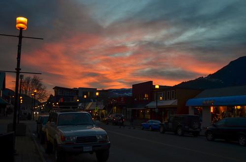 sunset canada cars landscapes streetlight britishcolumbia northamerica roads squamish coastmountains gallery131230