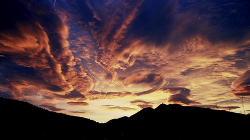 clouds sunrise girona amanecer nubes pyrenees pirineo núvols pirineu llanars valldecamprodon sortidadesol diamondclassphotographer flickrdiamond escàner