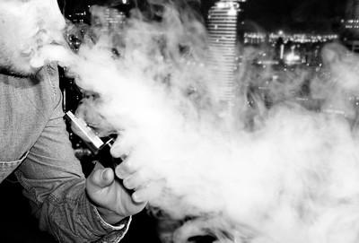 Vaping E Juice With An E Cigarette Vape MOD