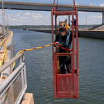 Dive team checks out Pickwick Lock