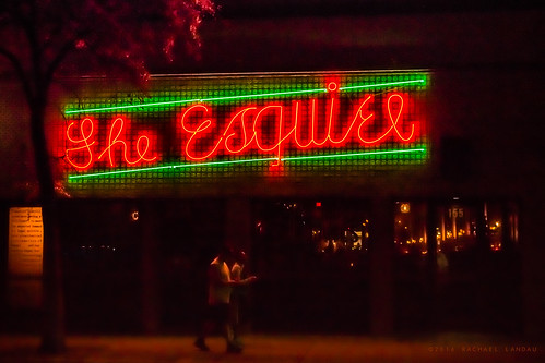 sanantonio streetphotography nightexposure neon sign theesquiretavern texas speakeasy vintage bar outdoor urbanlandscape urbanlife cursive canoneos70d red green tavern exterior