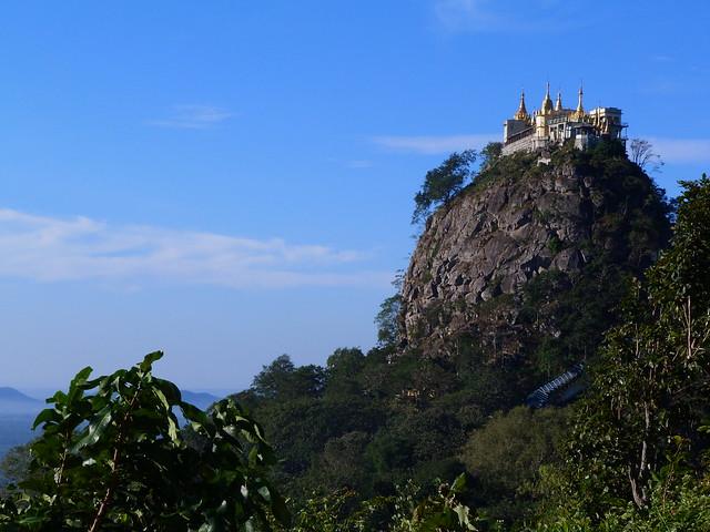 Monte Popa, uno de los lugares más sagrados que ver en Myanmar durante un viaje