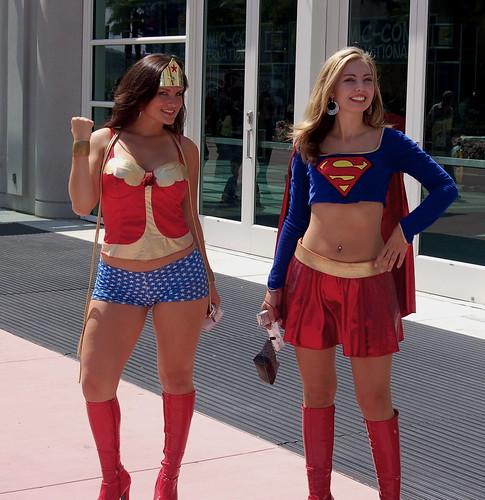 Comic Con 2006: Wonder Woman and Super Girl