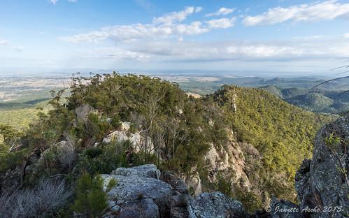 trees mountain clouds landscape rocky australia ridge bushwalking qld queensland geology bushwalk ipswich 2015 volcanicdyke seqld flinderspeak flindersgoolmanconservationestate rhyolitepeak sonya7r