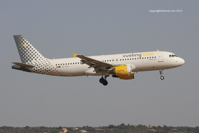 EC-LVC - 2000 build Airbus A320-214, on approach to Runway 24L at Palma