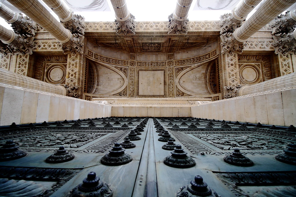 La porte du Panthéon