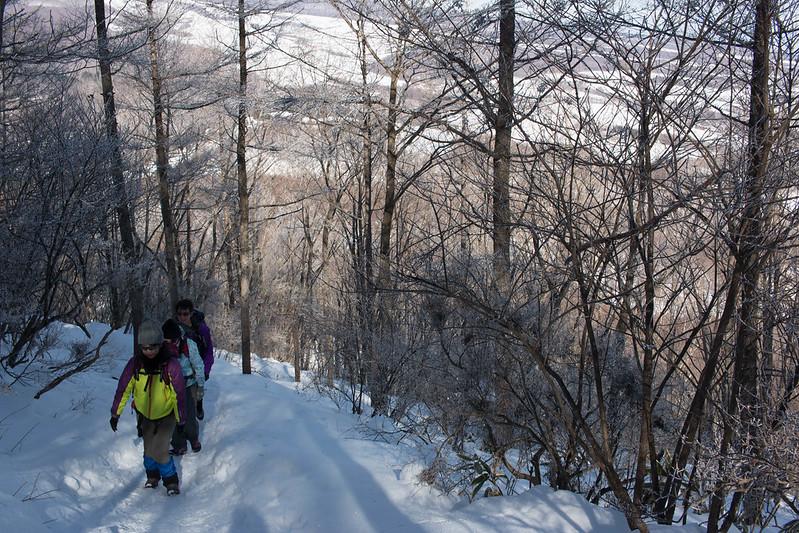 チェーンスパイクで歩く飯盛山