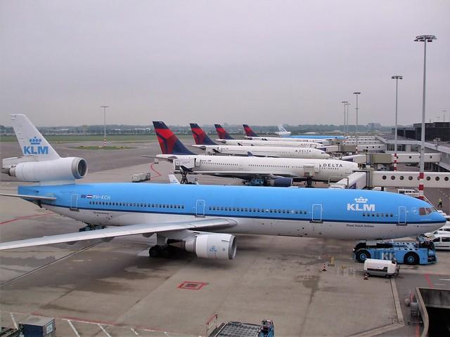 PH-KCH  -  McDonnell Douglas MD11  -  KLM  - AMS/EHAM 30-7-10