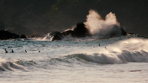 surfs's up   by Bernal Saborio G. (berkuspic)