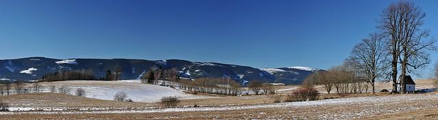 Jeseníky - panorama Králického Sněžníku z plání nad Šléglovem