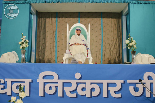 Her Holiness Satguru Mata Savinder Hardev Ji on the dais