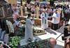Gebet mit Heimatpfarrer Marius Frantescu. Foto: Cornel Gruber.