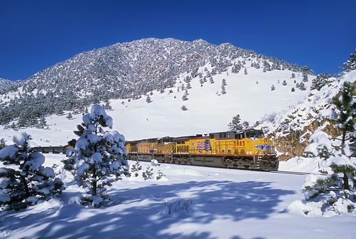 railroad trees snow up train colorado co unionpacific locomotive plain whitestuff freighttrain plainview tunnel1 lateautumn manifestfreight mdvpv