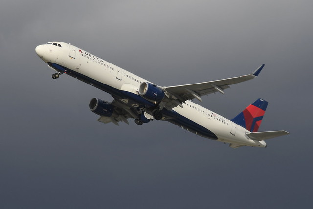 N301DN Airbus A321-211 6923 KFLL
