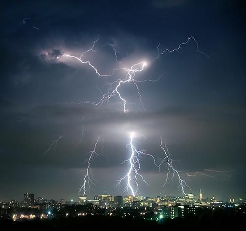 storm ottawa lightning thunder
