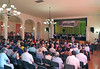 Ansprache von Rolf Maruhn, Deutscher Konsul in Temeswar. Synchronübersetzung Dr. Mihaela Sandor, rechts im Bild.