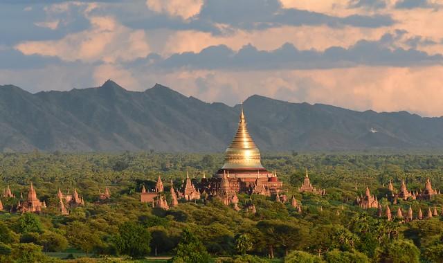 Dhammayazika Paya taken from  the top of  Shwesandaw Paya, Bagan, Myanmar D810 2116
