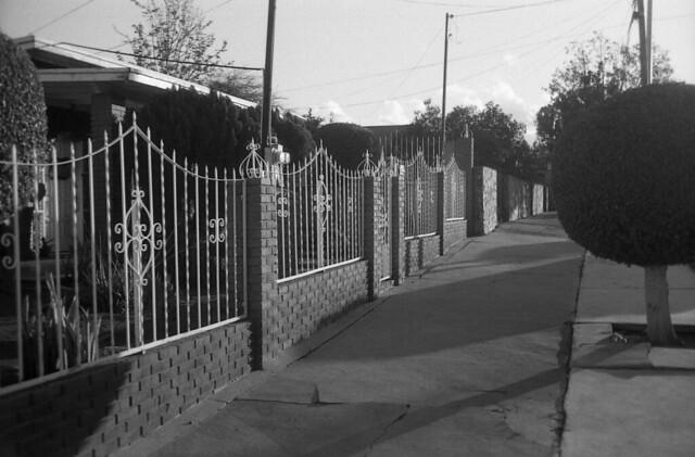 Calles de Ensenada:  Calle Miramar  (RetinaReflexDic15010)