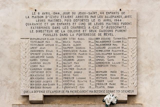 Plaque en mémoire des enfants d'Izieu déportés par la Gestapo