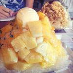 Kik #2015OKA for all series pics . 路經恩納村的公路市場 挑戰ㄧ下日本人超愛吃的#剉冰 很甜☺️🉑 . #琉冰 #琉氷 #ryuupin #ryupin #icecream #ice #冰淇淋 . #恩納 #恩納村 #おんなの駅 #なかゆくい市場 #沖縄 #沖縄県 #オキナワ #おきなわ #Okinawa #琉球 #OKA #Japan #日本