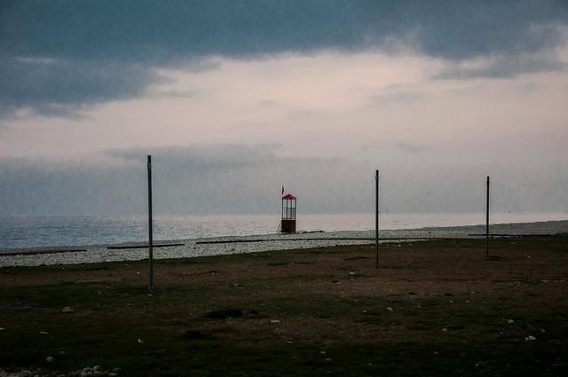 Ha una sua solitudine lo spazio, solitudine la morte  e solitudine il mare... (Solitudine, Emily Dickinson)
