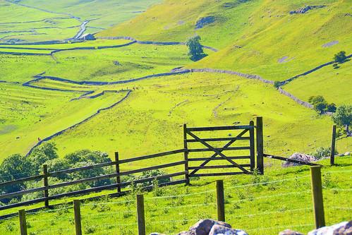 green rural fence walking countryside gate yorkshire 1001nights dales malham stonewalling 1001nightsmagiccity
