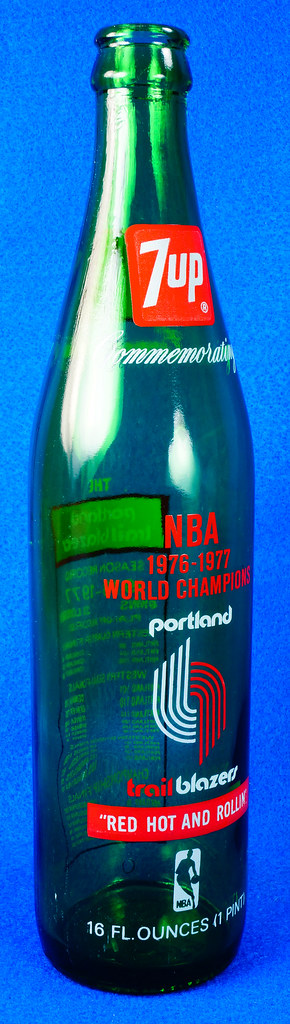 RD10088 Vintage Portland Trailblazer 1976 - 1977 NBA Champions 7 UP Soda Bottle DSC07798