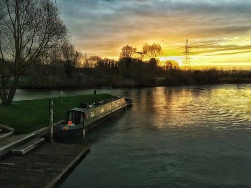 england englishcountryside sunrise riverthames oxforshire iphone5s canalboat sun