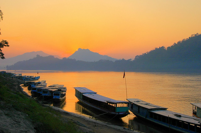 As Dusk Descends in Lao