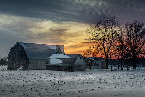 sunrise white barn winter snow nieve invierno country campo december orangesky amanecer midland michigan midmichigan cold cornfield stubble canoneos5dmarkiv