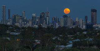 Moonrise behind Brisbane city #2 | by mudge.stephen