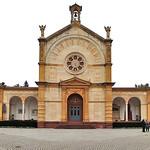 Die Begräbniskapelle des Karlsruher Hauptfriedhofes befindet sich auf  einem nach dem Muster der Campi Santi angelegtem Hof, der von einer Gruftenhalle im Renaissancestil umgeben ist.