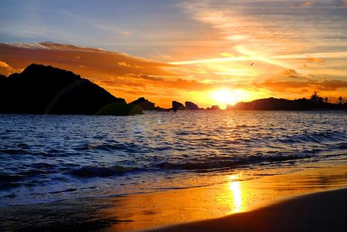 sunset bermuda ocean atlantic silhouette sun sundown waves cliché fujifilm xt2 xf35mmf14r seascape landscape