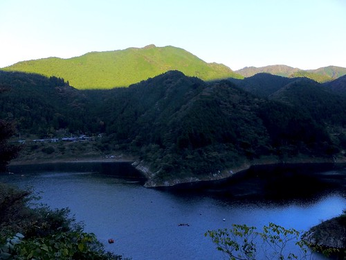 nature mountain dam water autumn japan blue green contrast shadow sunny 秩父