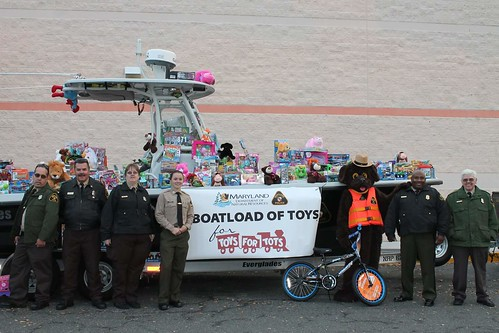 Photo of officers with patrol boat collecting toys