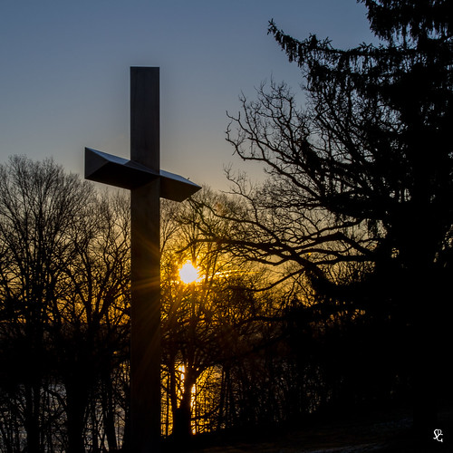 dubuque iowa mountcarmel bvm bvmsisters cross mississippiriver sunrise dawn