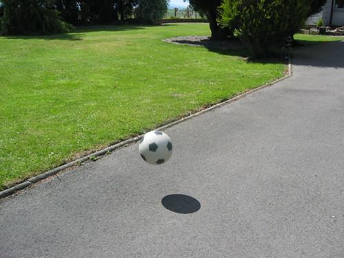 Bouncing Ball | by schwuk