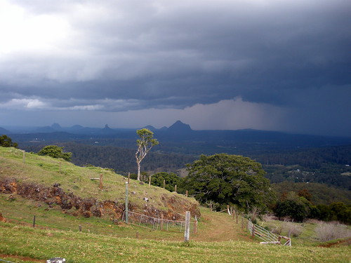 storm australia queensland glasshousemountains