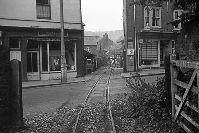 RD9336a (1963/07 - 8).  Church Street Level Crossing, Welshpool.
