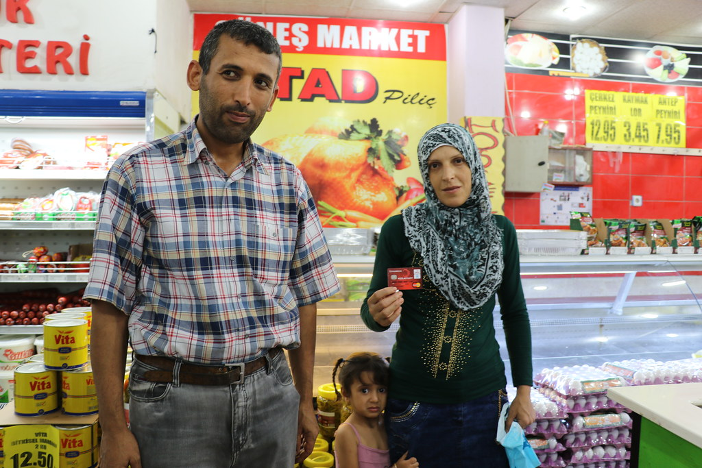 Turkey: E-cards for Syrians to pay for food