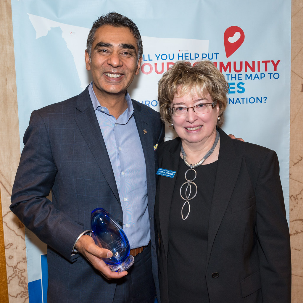 Minister Virk accepts Kidney Foundation award