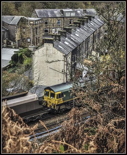 train railway coal freight todmorden generalmotors freightliner class66 walsden 66536 caldervalleyline 6m09