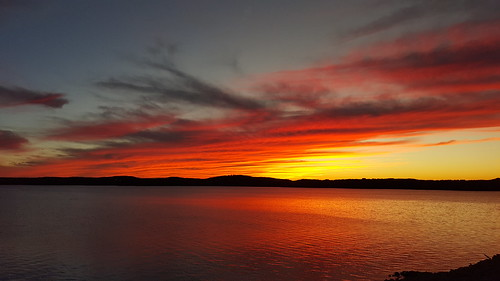 november autumn sunset lake fall fallcolors autumncolors missouri unretouched nophotoshop ozarks branson partlycloudy naturallighting tablerocklake nofilters southwestmissouri uneditedoriginal galaxys6