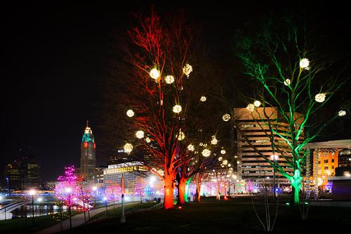 christmas trees columbus ohio red color green skyline night lights bicentennialpark levequetower thomasjmoyerohiojudicialcenter thomasjmoyerohiojudicialc