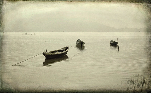 art blackandwhite boats danang holidays mangojouneys oldworld riverscapes topazlabs vietnam