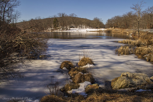 smack53 harrimanstatepark lakekanawauke snow winter wintertime winterseason winterscenery trees rocks lake scenic scenery outdoors outside landscape nikon d3100 nikond3100 newyork