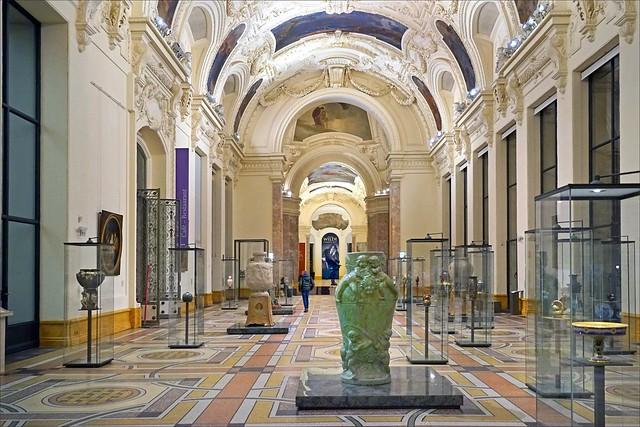 Les grandes galeries du petit Palais (Paris)