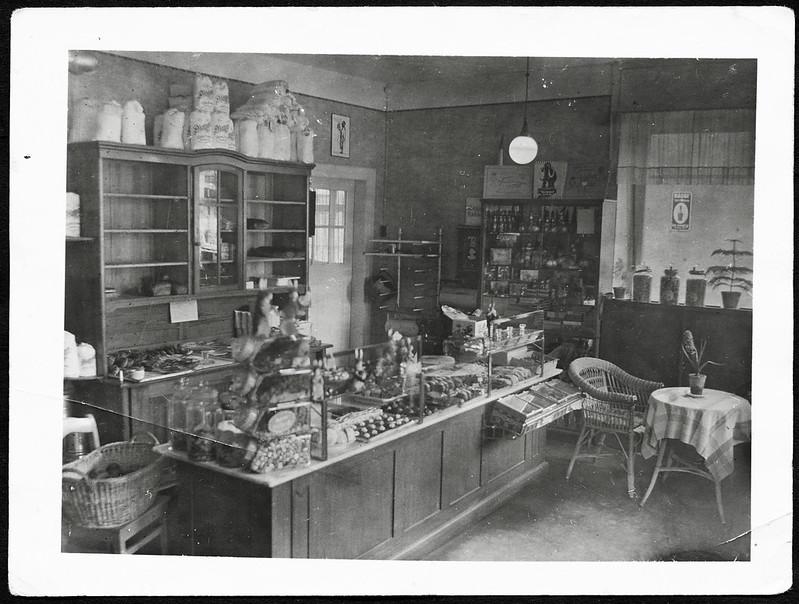 Archiv K391 Verkaufsraum einer Bäckerei und Konditorei in der Osterzeit, 1930er